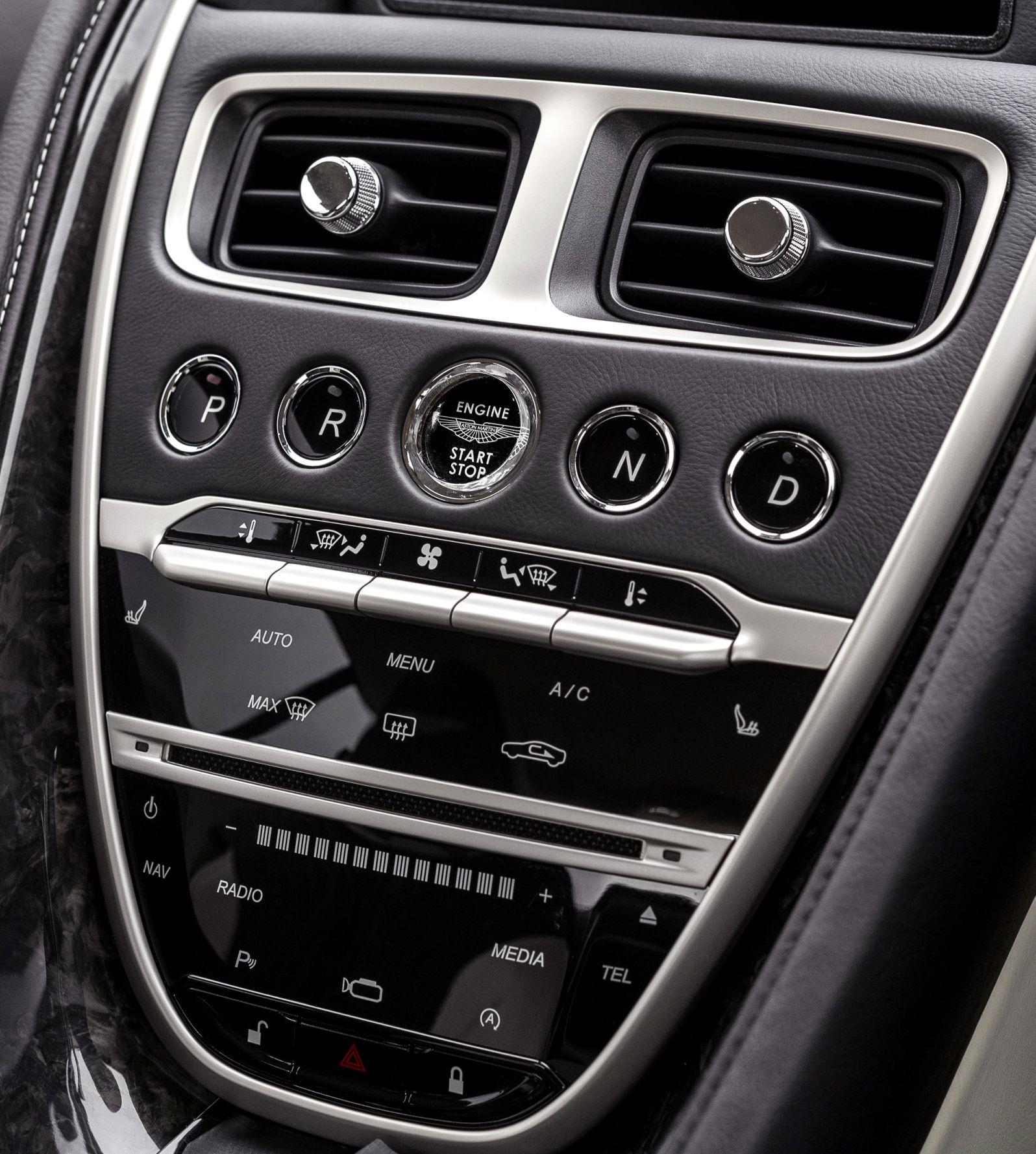 Control element in the centre console