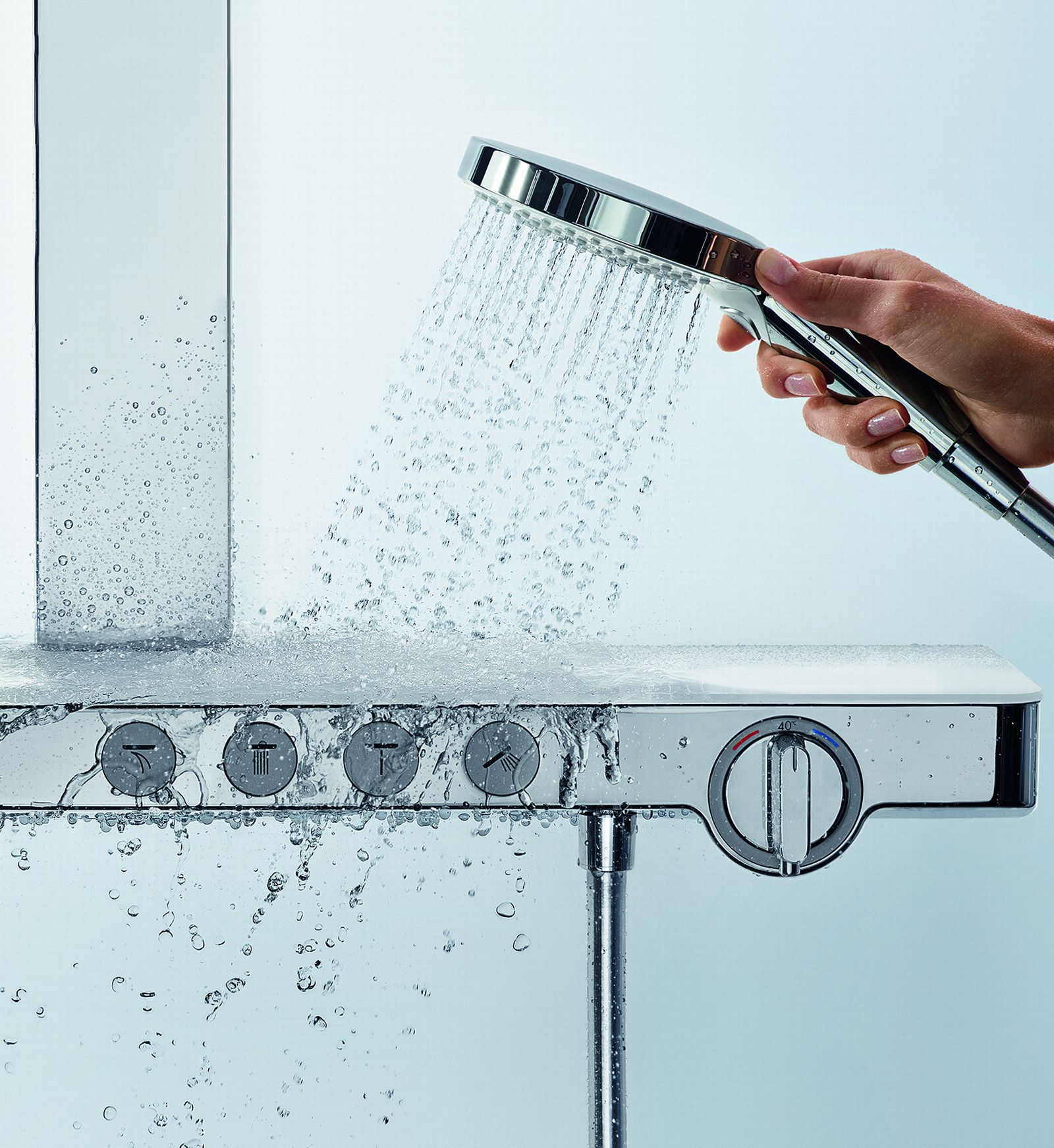 Shower system of the HDO with a overhead shower from which a water jet escapes