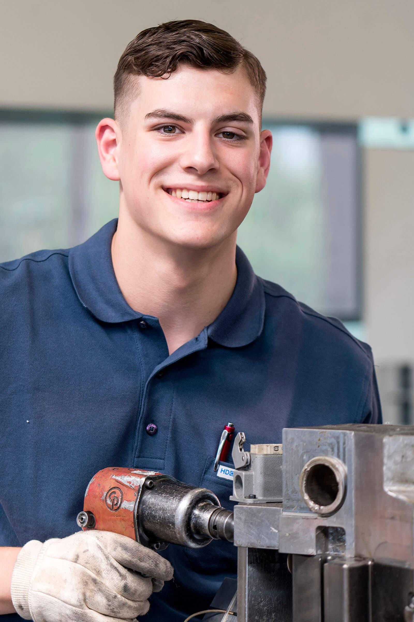 HDO Mitarbeiter im Werkzeugbau