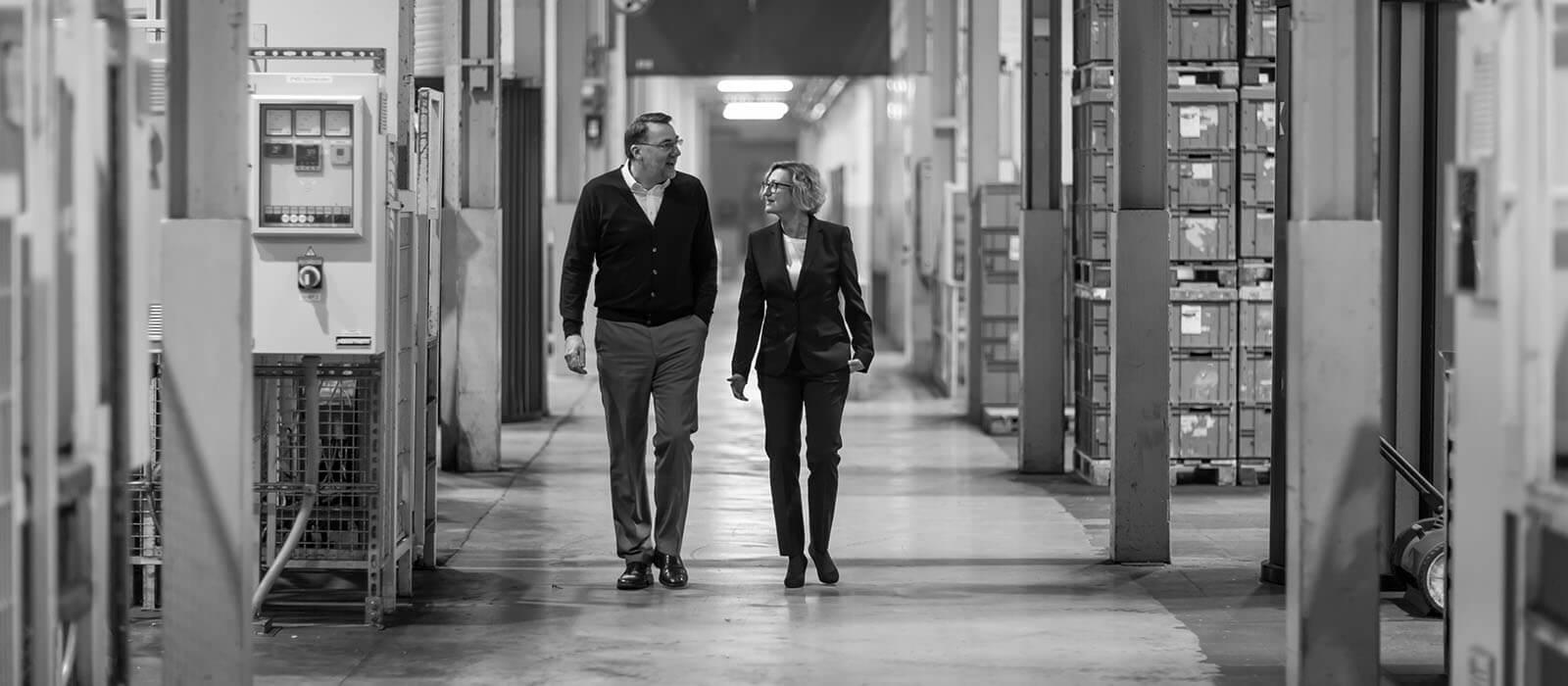 Werner Beneken und Martina Gundelach in der HDO Fertigung