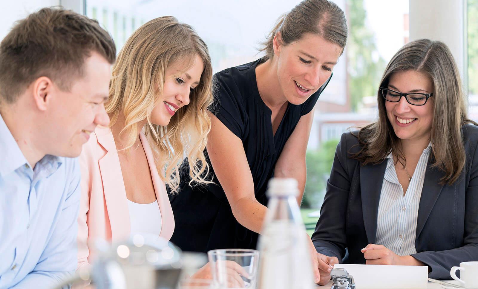 HDO Gruppe - Mitarbeiter in einer Besprechung