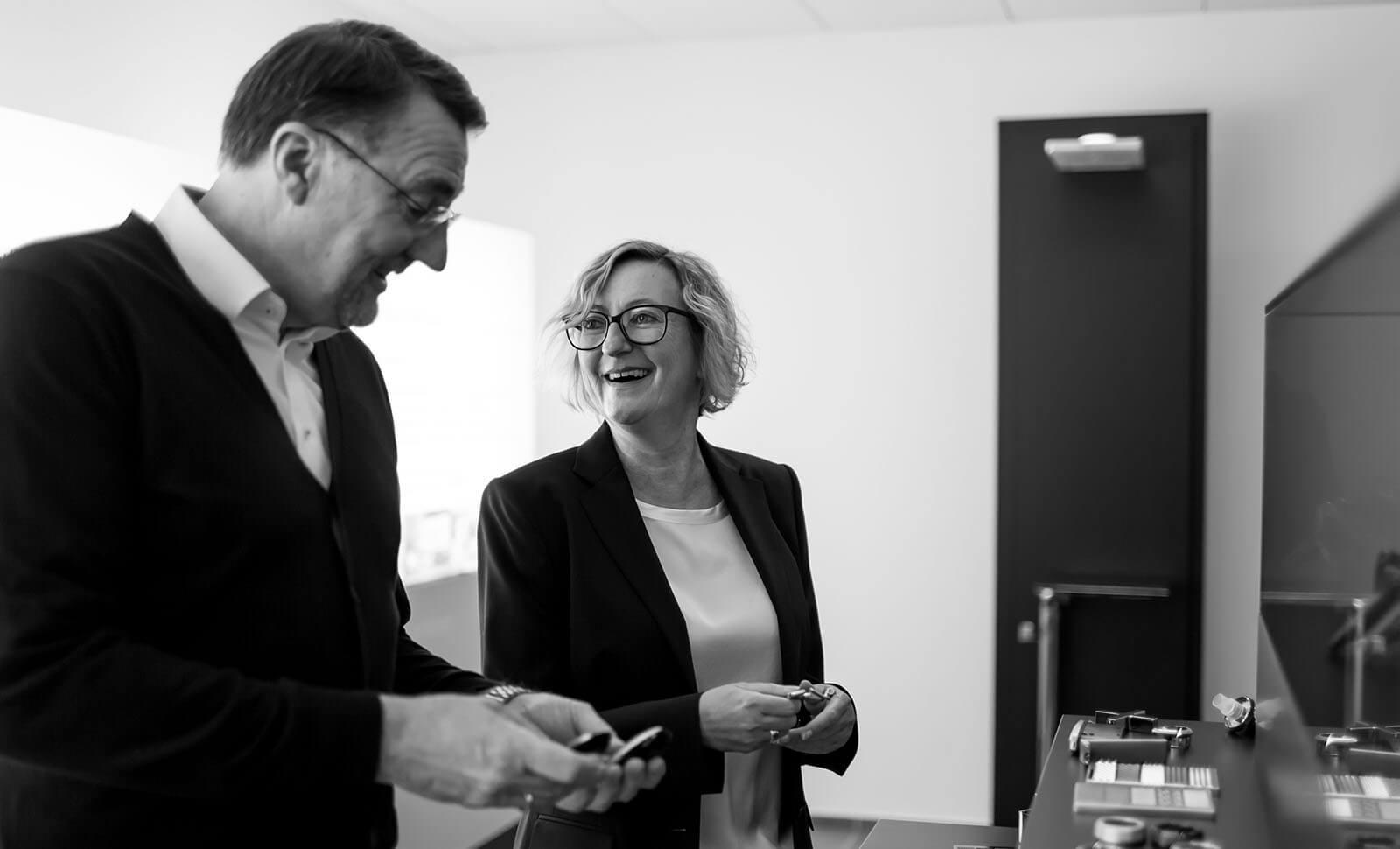 Werner Beneken und Martina Gundelach unterhalten sich